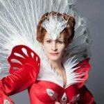 Mirror Mirror (Julia Roberts) Tralier and Photos